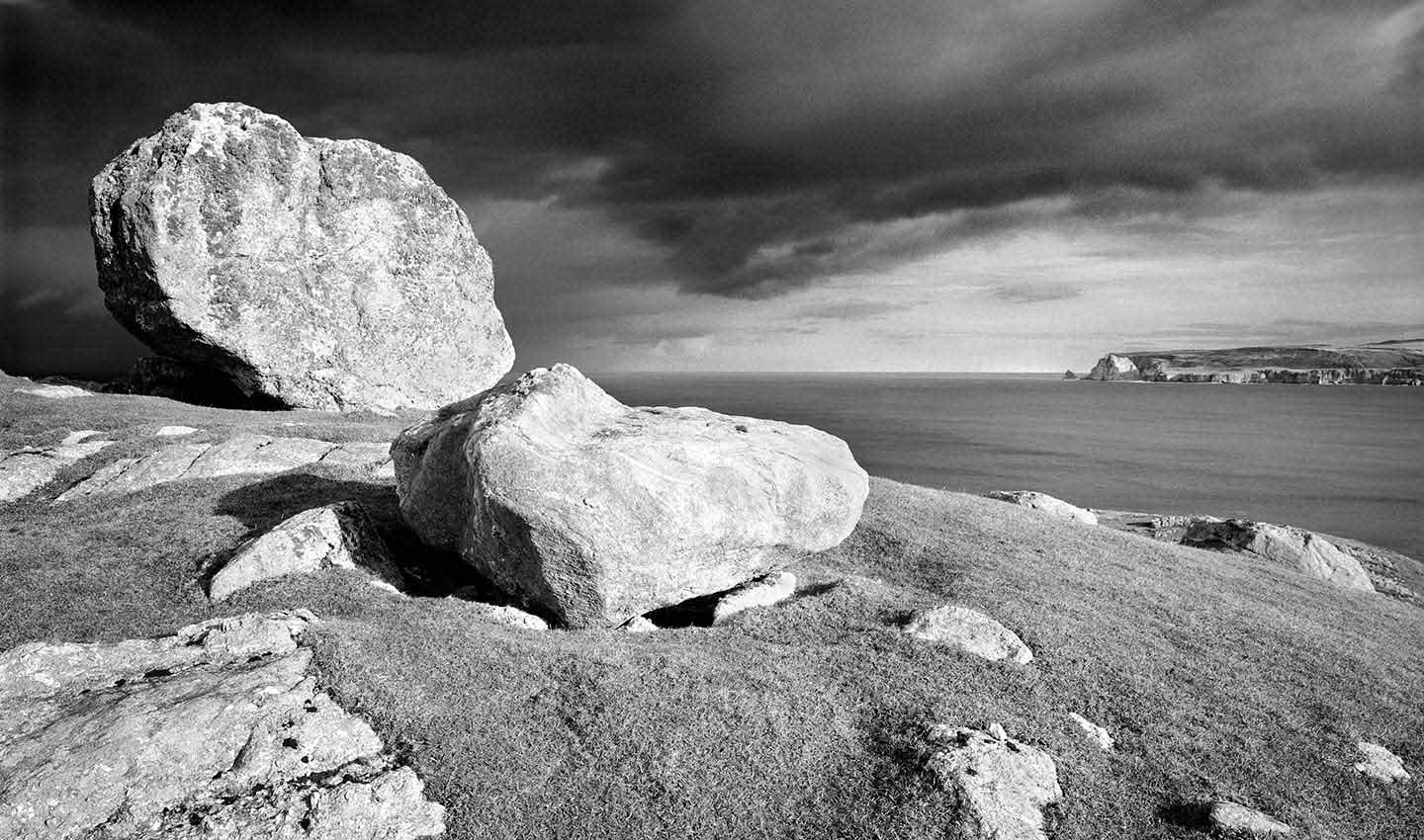 Dailbeag-Cliffs-Isle_of_Lewis-Scotland-black-and-white-mono-Photography-sea-waves-Lindsay_Robertson
