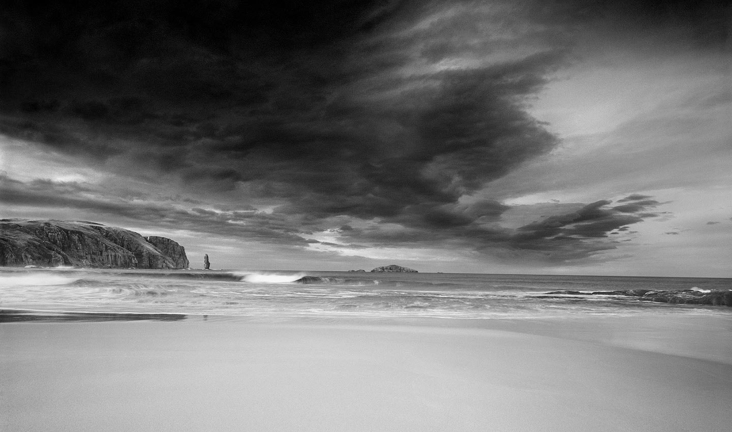 Duncansby-Head_John-o-groats-Scotland-black_and_white-mono-sea-stacks-Photography-Lindsay_Robertson